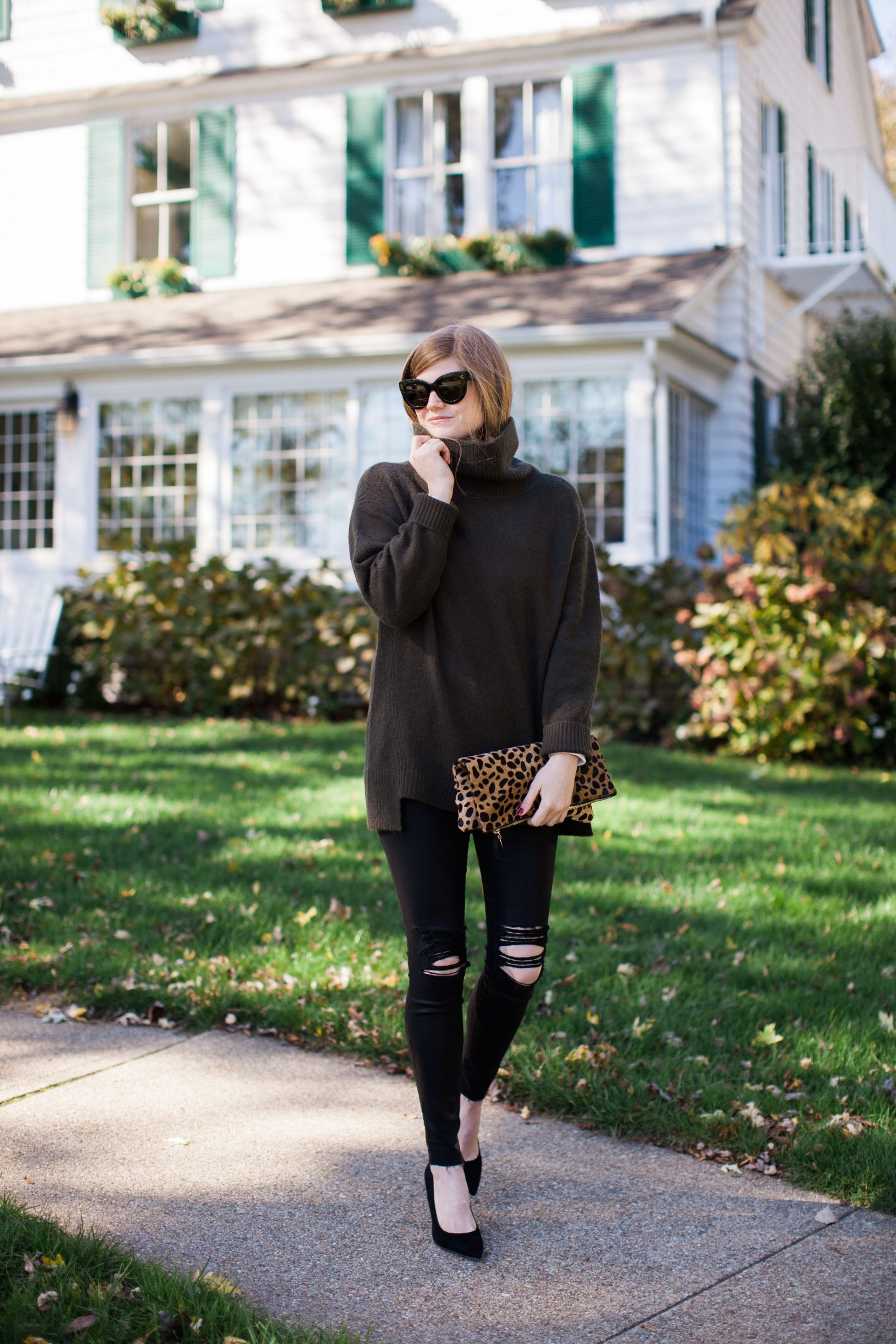 Lifestyle blogger Mollie Sheperdson of Mollie Moore shares a Thanksgiving outfit idea