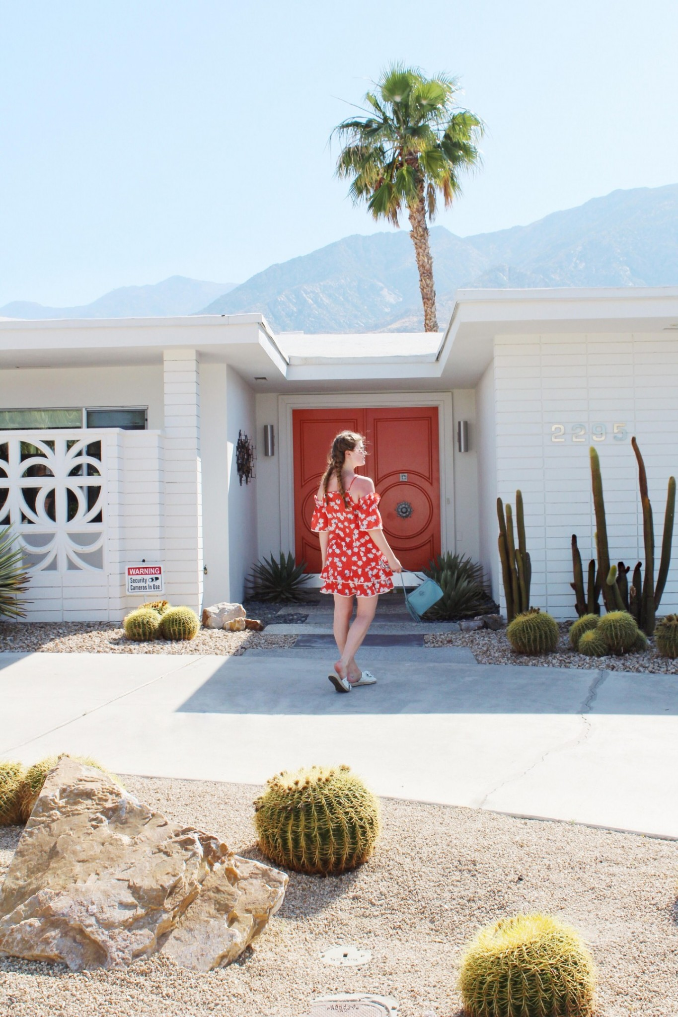 Lifestyle blogger Mollie Moore shares a summer look in Palm Springs
