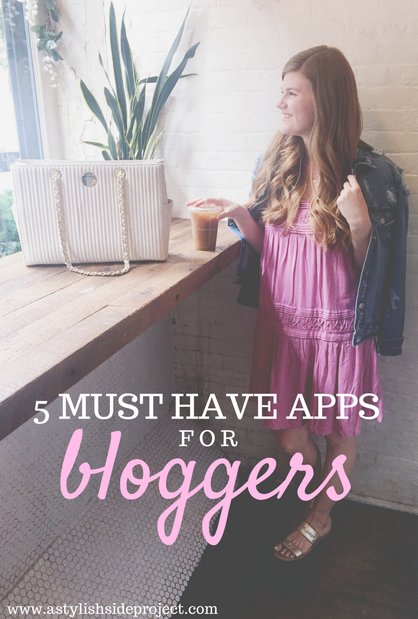 Lifestyle blogger Mollie Moore shares her 5 must have blogging apps | 5 Must Have Apps for Bloggers featured by top London blog, Mollie Moore