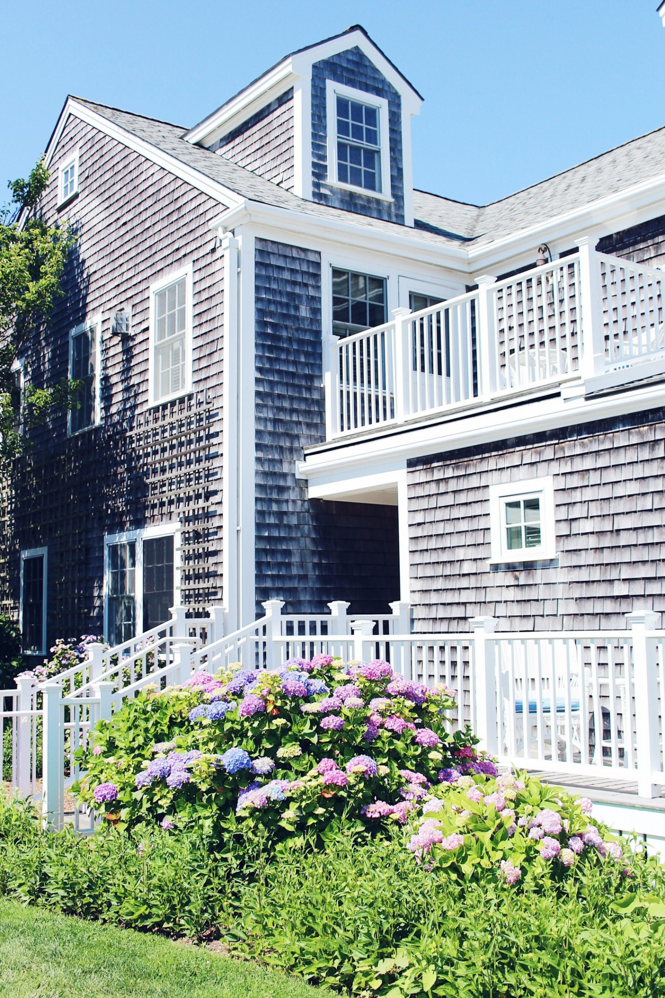 Lifestyle blogger Mollie Moore reviews the White Elephant Nantucket
