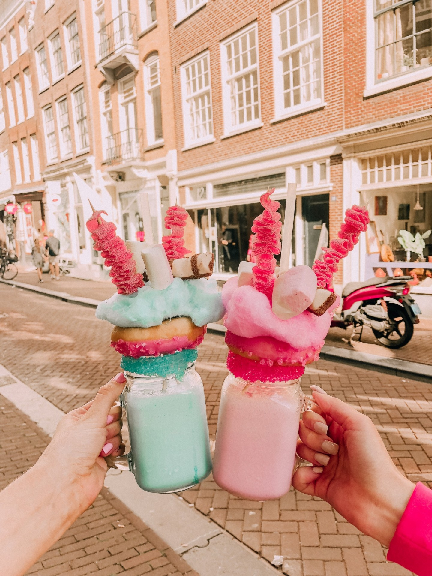 Lifestyle blogger Mollie Moore shares fun things to in Amsterdam |  | Top London and US life and style blogger, Mollie Moore shares her 2018 year in review: Amsterdam travel guide