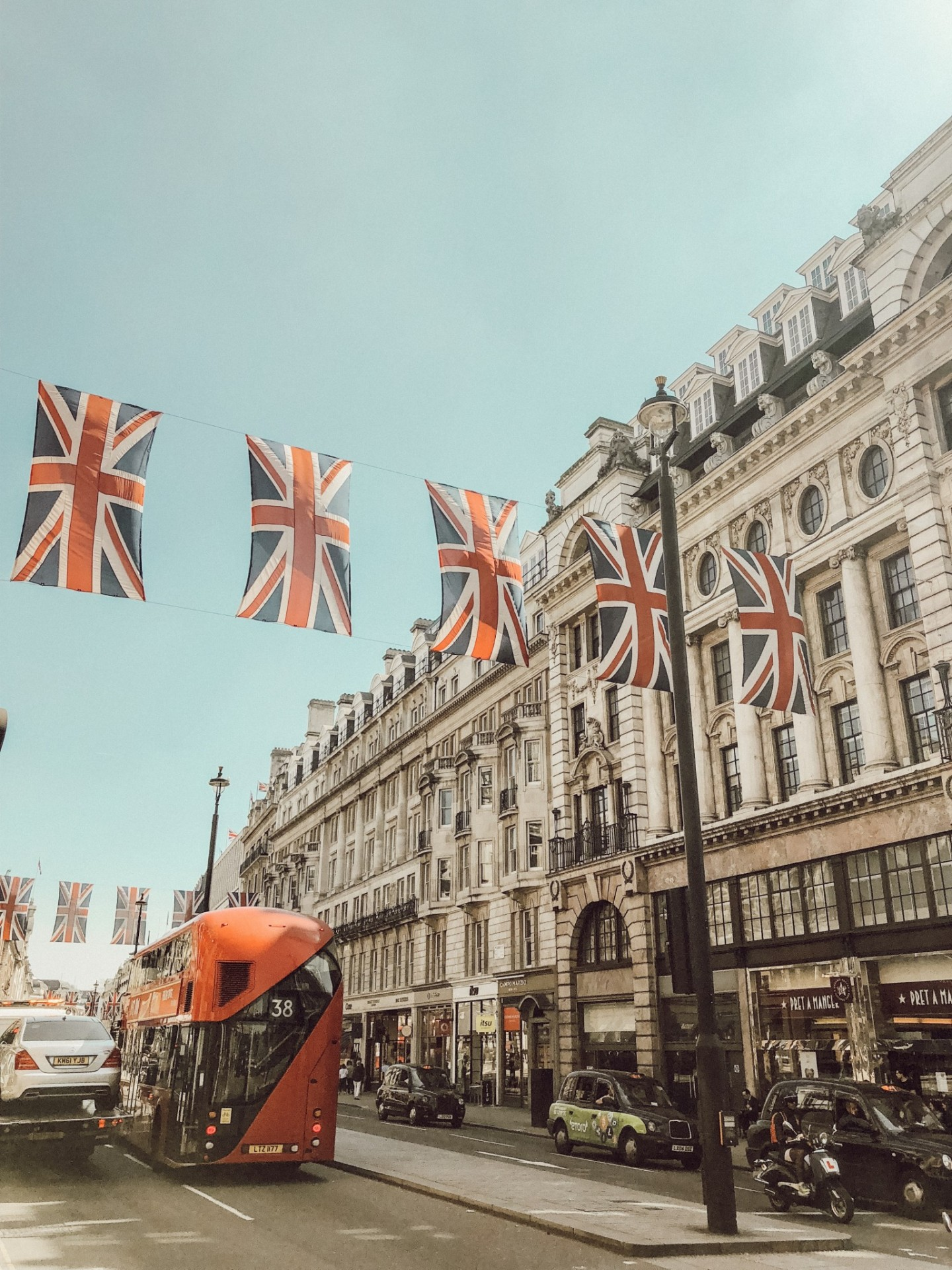Popular London lifestyle blogger Mollie Moore shares how to make a new city feel like her home in her series American Expat Diaries