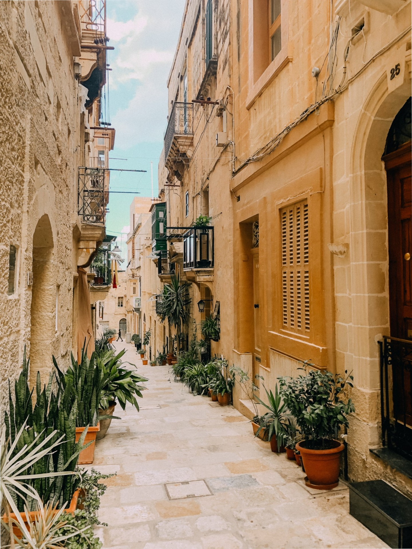 Malta Travel Guide featured by top London travel blogger Mollie Moore